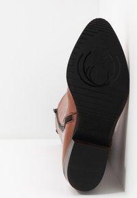 Donna Carolina - Vysoká obuv - cognac - 6