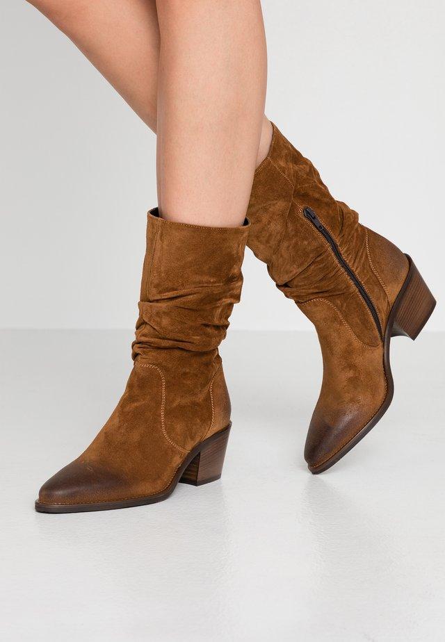 Kotníkové boty - savana