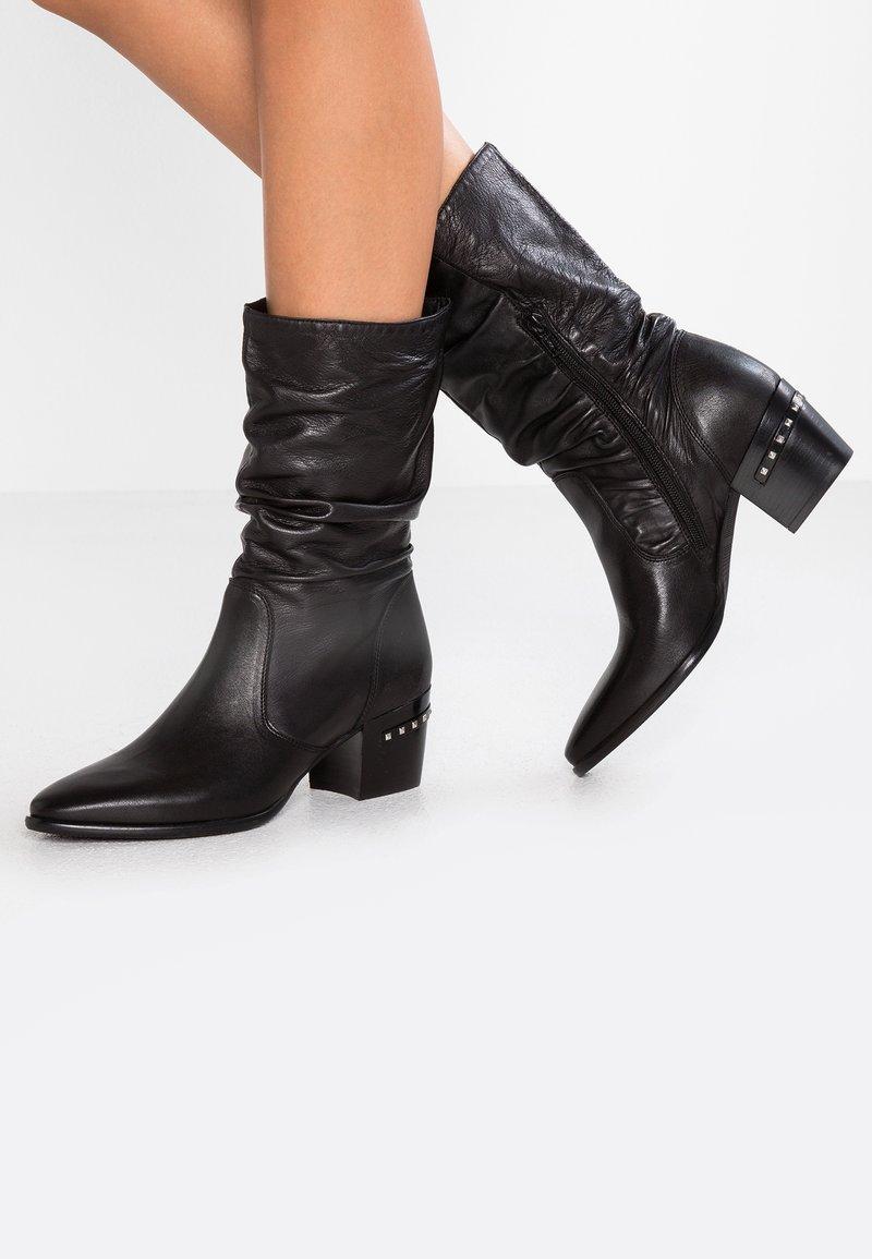Donna Carolina - Kovbojské/motorkářské boty - poncho nero