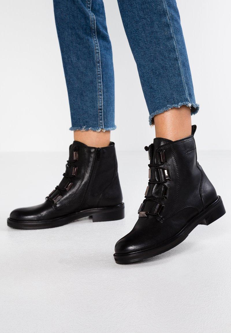 Donna Carolina - Kotníkové boty - poncho nero