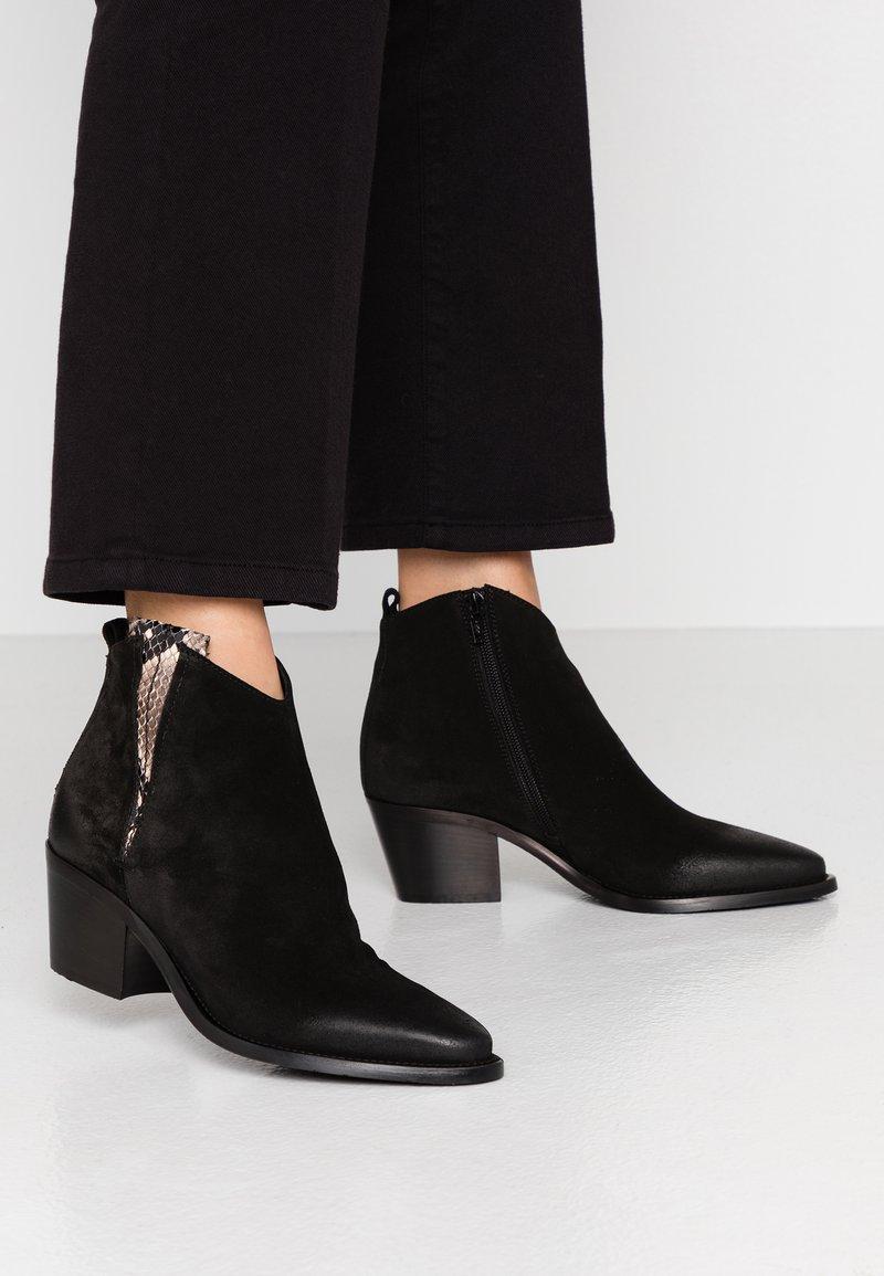 Donna Carolina - Ankle Boot - silk nero