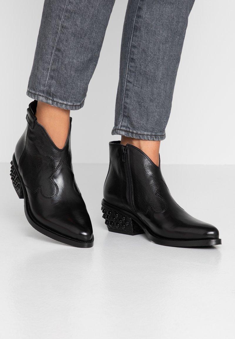 Donna Carolina - Kotníková obuv - nero