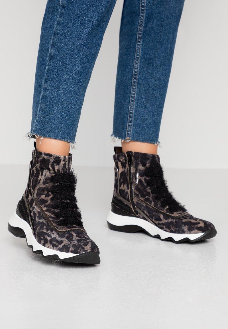 Donna Carolina - Classic ankle boots - simba/taupe