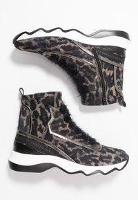 Donna Carolina - Classic ankle boots - simba/taupe - 3