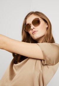 Dolce&Gabbana - Solbriller - gold-coloured/light brown - 1