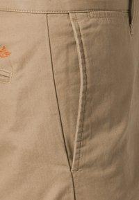 DOCKERS - D1 WEAR THE PANTS - Pantalones chinos - beige - 5