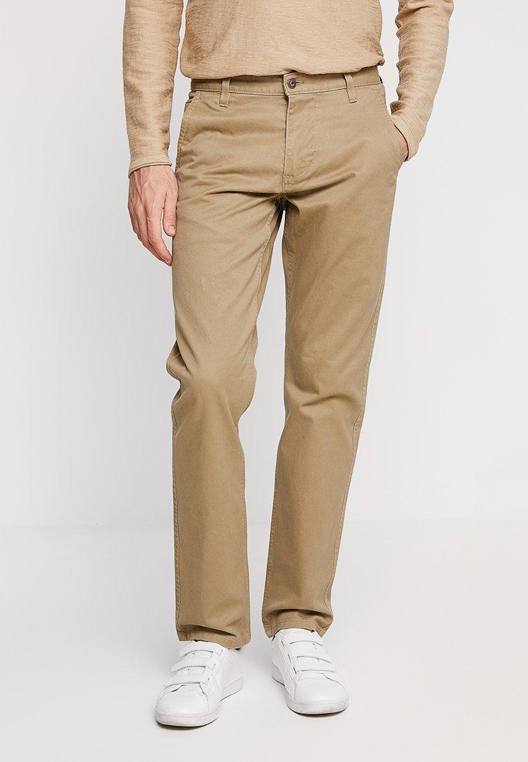 DOCKERS - ALPHA ORIGINAL SLIM TAPERED - Trousers - new british khaki core
