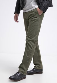 DOCKERS - ALPHA ORIGINAL - Pantalon classique - olive core - 3