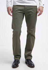 DOCKERS - ALPHA ORIGINAL - Pantalon classique - olive core - 0