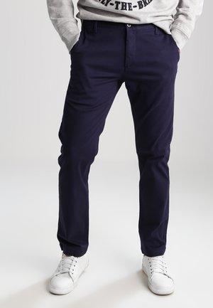 WASHED KHAKI SLIM - Chino kalhoty - pembroke
