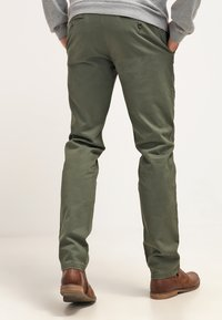 DOCKERS - Chinos - olive - 2