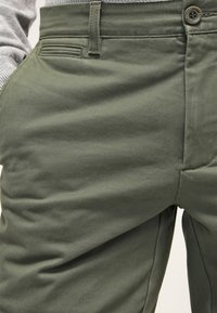 DOCKERS - Chinos - olive - 4