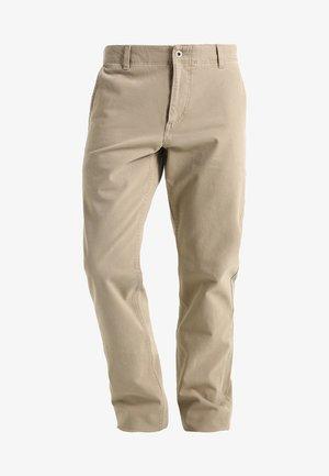 SMART FLEX ALPHA LIGHTWEIGHT TEXTURED - Pantalones chinos - british khaki