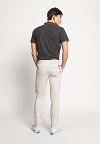 DOCKERS - SMART FLEX ALPHA - Chino kalhoty - wet sand - 2