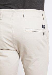 DOCKERS - SMART FLEX ALPHA - Chino kalhoty - wet sand - 5