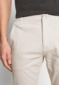 DOCKERS - SMART FLEX ALPHA - Chino kalhoty - wet sand - 3