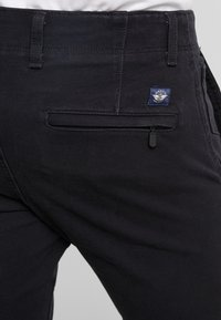 DOCKERS - SMART 360 FLEX ALPHA SKINNY - Chino kalhoty - black - 5