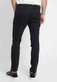 DOCKERS - SMART 360 FLEX ALPHA SKINNY - Chino kalhoty - black - 2