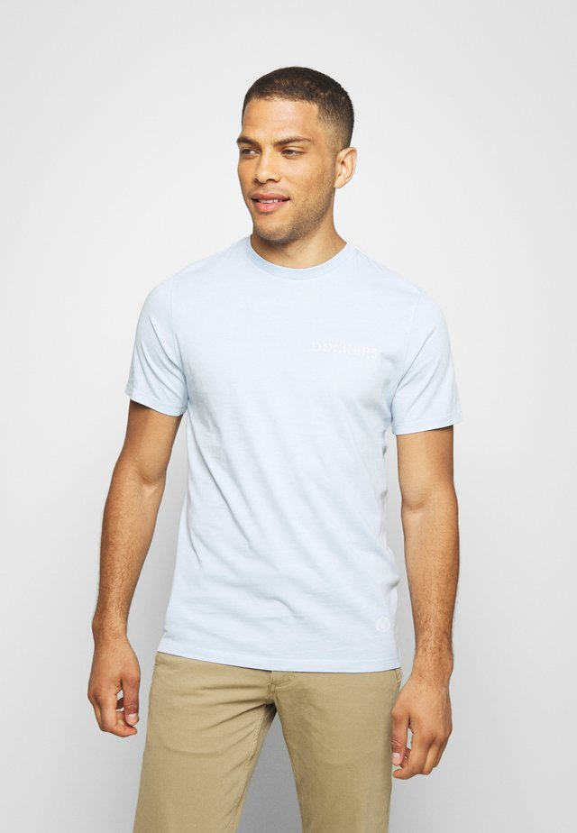 SUSTAINABLE TEE - Print T-shirt - skyway