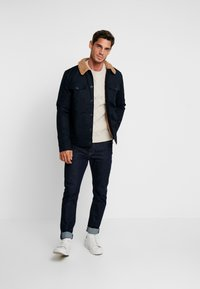 DOCKERS - Sweter - shearling - 1