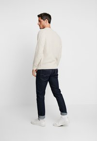 DOCKERS - Sweter - shearling - 2