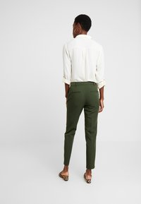 Dorothy Perkins Tall - ANKLE GRAZER - Trousers - green - 2
