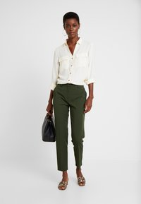 Dorothy Perkins Tall - ANKLE GRAZER - Trousers - green - 1