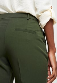 Dorothy Perkins Tall - ANKLE GRAZER - Trousers - green - 3
