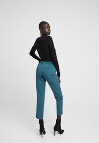 Dorothy Perkins Tall - ANKLE GRAZER - Pantalon classique - blue - 3