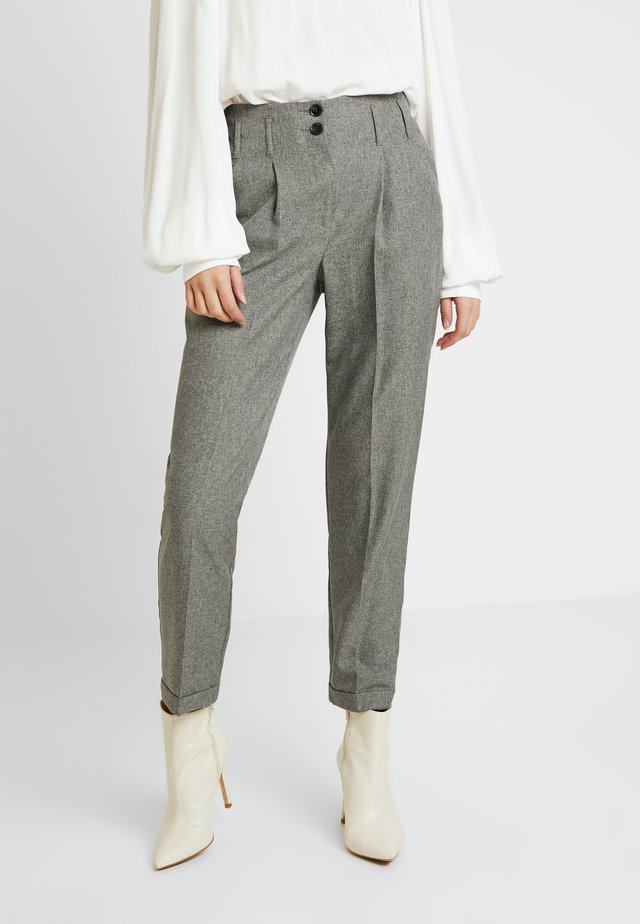 SAVANNAH PEG LEG TROUSER - Trousers - grey