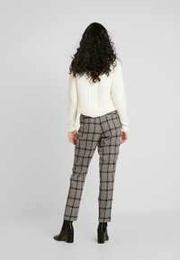 Dorothy Perkins Tall - HIGH WAISTED CHECK TROUSER - Bukse - red - 2