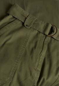 Dorothy Perkins Tall - TALL PISTACHIO CARGO BELTED TROUSER - Bukse - olive - 2