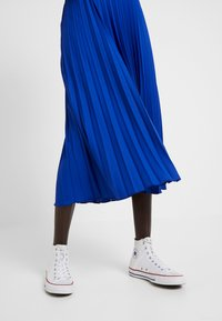 Dorothy Perkins Tall - PLEATED SKIRT - A-lijn rok - cobalt - 4