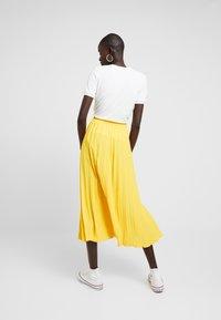 Dorothy Perkins Tall - PLEATED SKIRT - A-lijn rok - lemon - 2