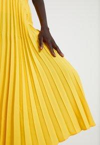 Dorothy Perkins Tall - PLEATED SKIRT - A-lijn rok - lemon - 4