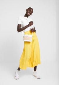 Dorothy Perkins Tall - PLEATED SKIRT - A-lijn rok - lemon - 1