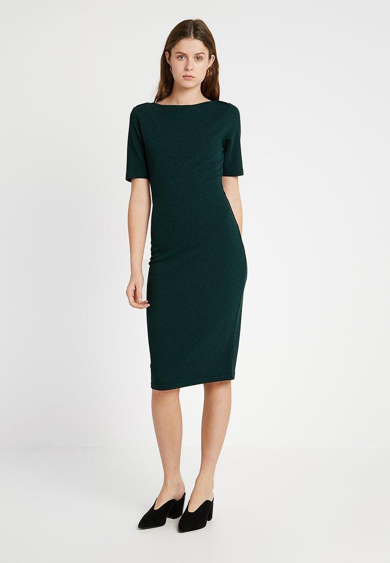 Dorothy Perkins Tall - TEXTURED BODYCON - Shift dress - dark green