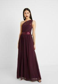 Dorothy Perkins Tall - SADIE SHOULDER DRESS - Vestido de fiesta - merlot - 0