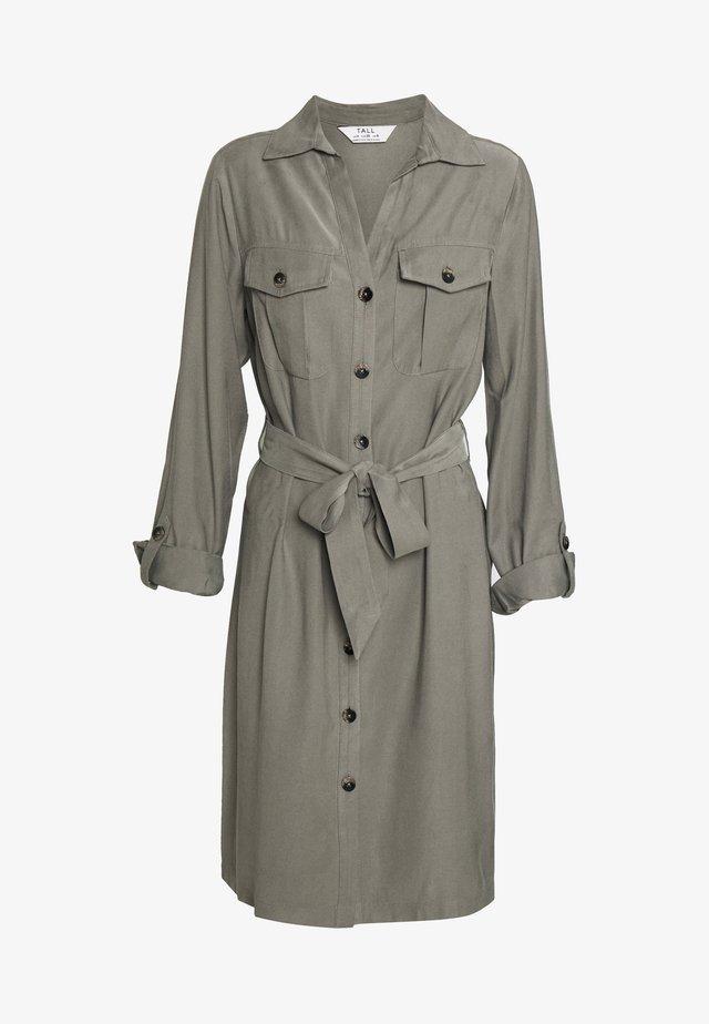 SHORT SLEEVE UTILITY DRESS - Korte jurk - khaki