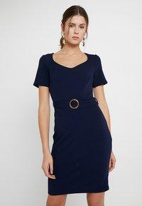 Dorothy Perkins Tall - D RING SHIFT - Pouzdrové šaty - navy - 0
