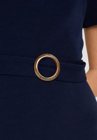Dorothy Perkins Tall - D RING SHIFT - Pouzdrové šaty - navy - 5