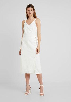 DRESS - Denimové šaty - white