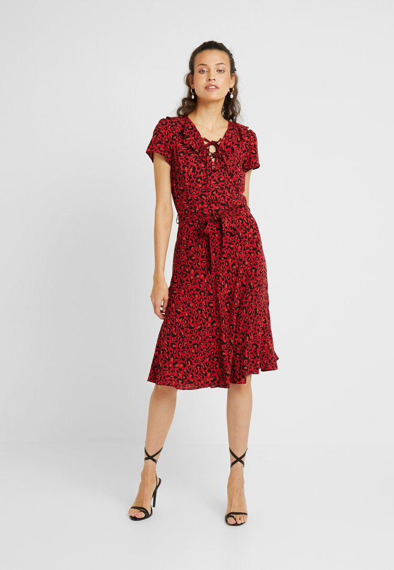 Dorothy Perkins Tall - LEOPARD FIT AND FLARE DRESS - Freizeitkleid - red