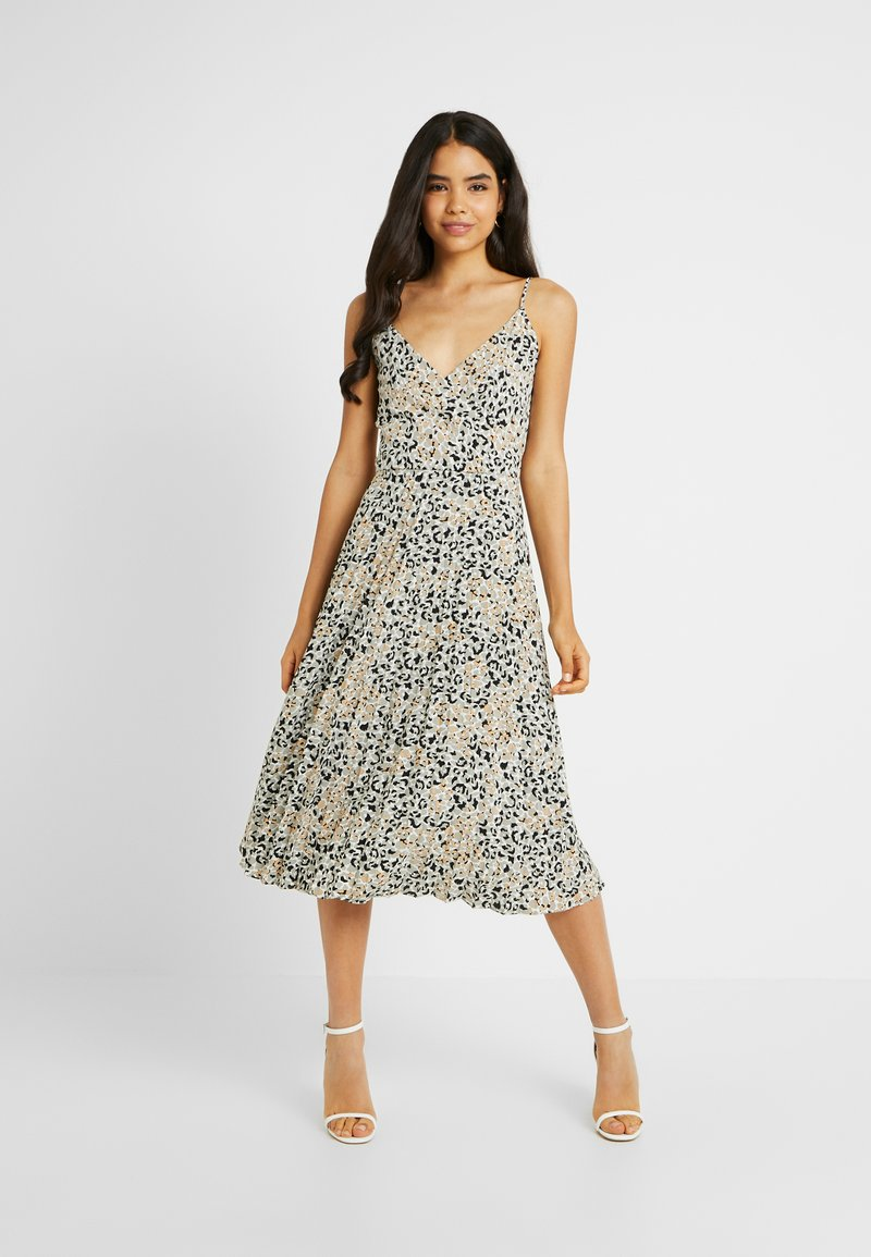 Dorothy Perkins Tall - CAMO ANIMAL PLEATED STRAPPY MIDI - Vardagsklänning - khaki