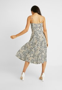 Dorothy Perkins Tall - CAMO ANIMAL PLEATED STRAPPY MIDI - Vardagsklänning - khaki - 3