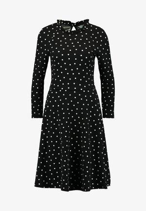 SPOT RUFFLE FIT AND FLARE - Vestido ligero - black