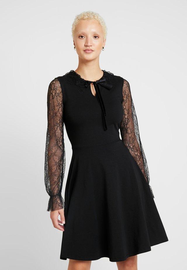 DETAIL FIT FLARE - Jerseykleid - black