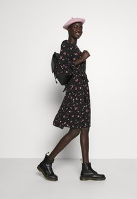 Dorothy Perkins Tall - FLORAL SCOOP BACK PEPLUM FIT AND FLARE DRESS - Kjole - black - 1