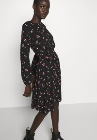Dorothy Perkins Tall - FLORAL SCOOP BACK PEPLUM FIT AND FLARE DRESS - Kjole - black - 3