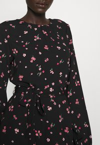 Dorothy Perkins Tall - FLORAL SCOOP BACK PEPLUM FIT AND FLARE DRESS - Kjole - black - 5